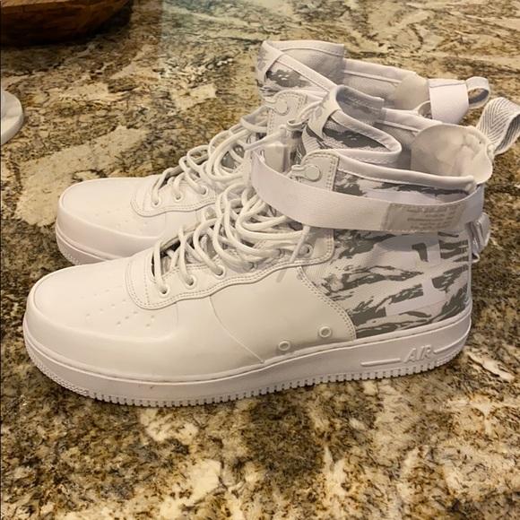 "Nike SF Air Force 1 mid ""winter camo"""
